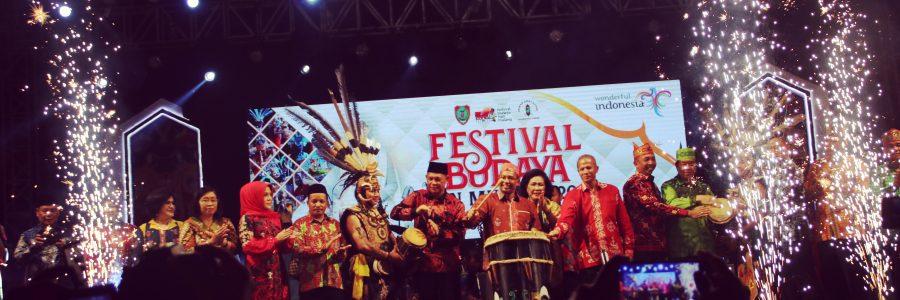 Wakil Bupati Kabupaten Barito Timur Hadiri Penutupan Festival FBIM 2019, Yang Secara Resmi Ditutup Oleh Wakil Gubernur Kalimantan Tengah.