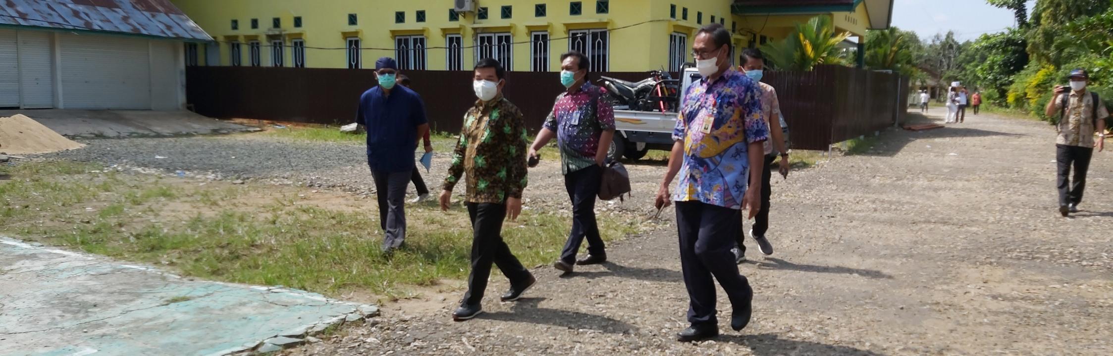 Bupati Barito Timur Pantau Pembangunan Ruang Isolasi Pasien Covid-19